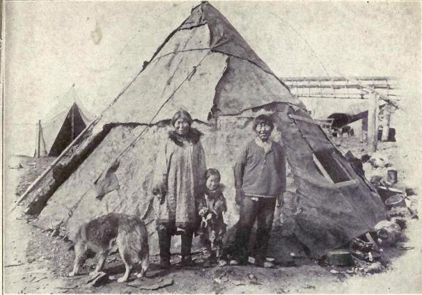 Eskimo_family_with_Malamute_from_1915.JPG