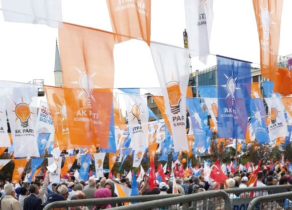 AKP_election_rally_crowd_2015_(cropped).jpg