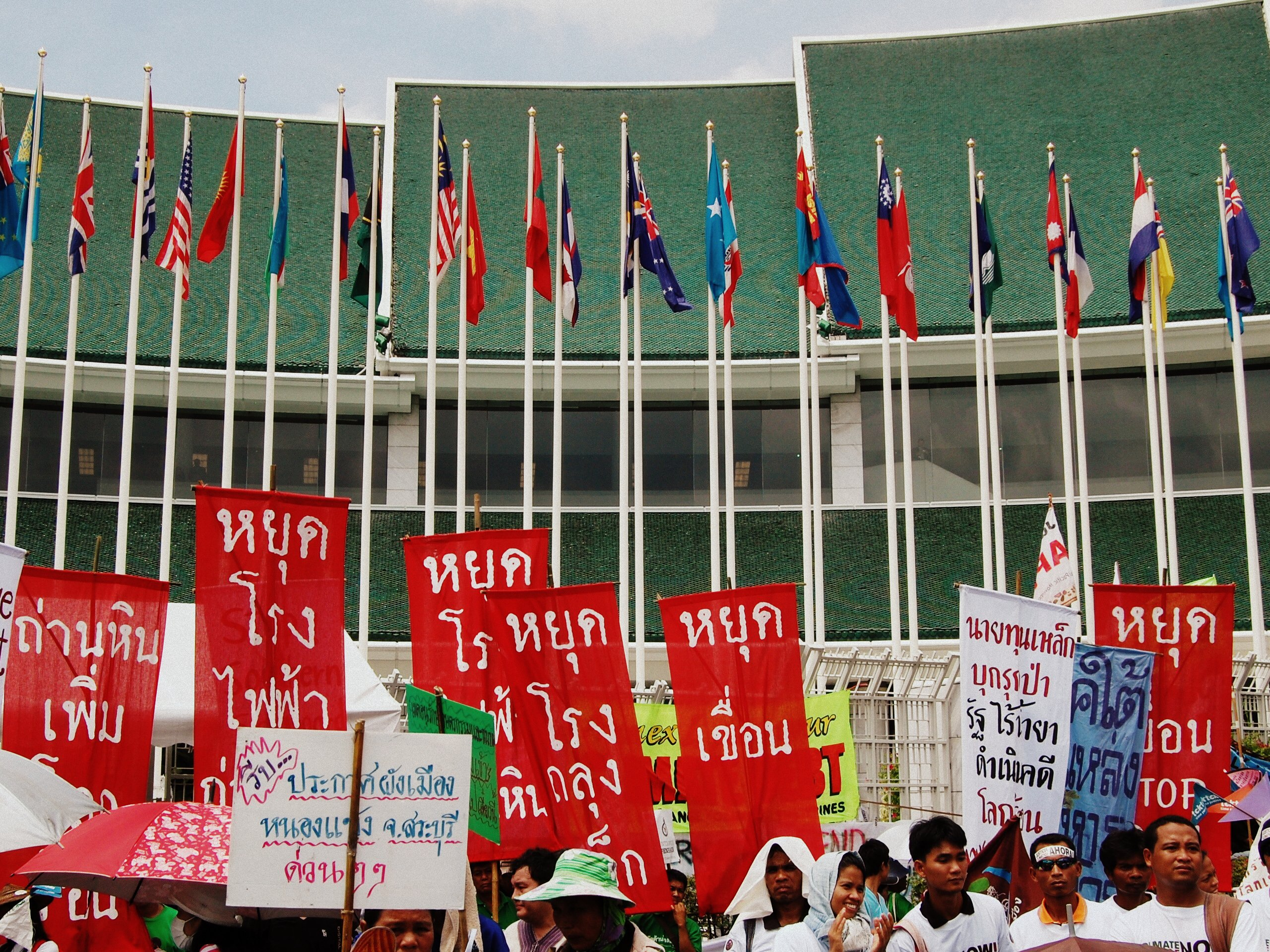 Protesters_at_2009_Bangkok_Talks_on_Climate_Change.jpg