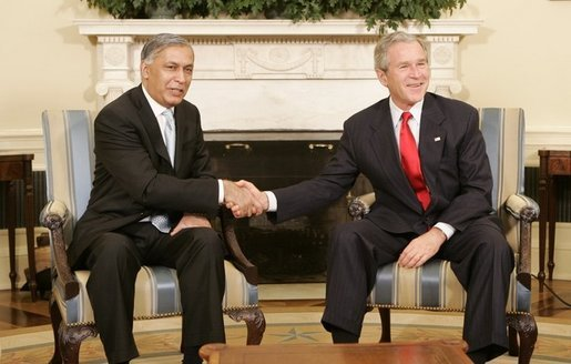 ShaukatAziz_with_Bush.jpeg