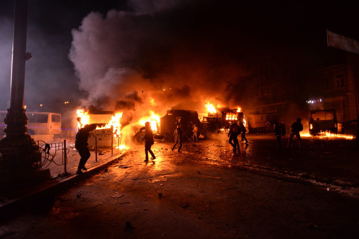 Radically_oriented_protesters_throwing_Molotov_cocktails_in_direction_of_Interior_troops_positions._Dynamivska_str._Euromaidan_Protests._Events_of_Jan_19,_2014-5.jpg