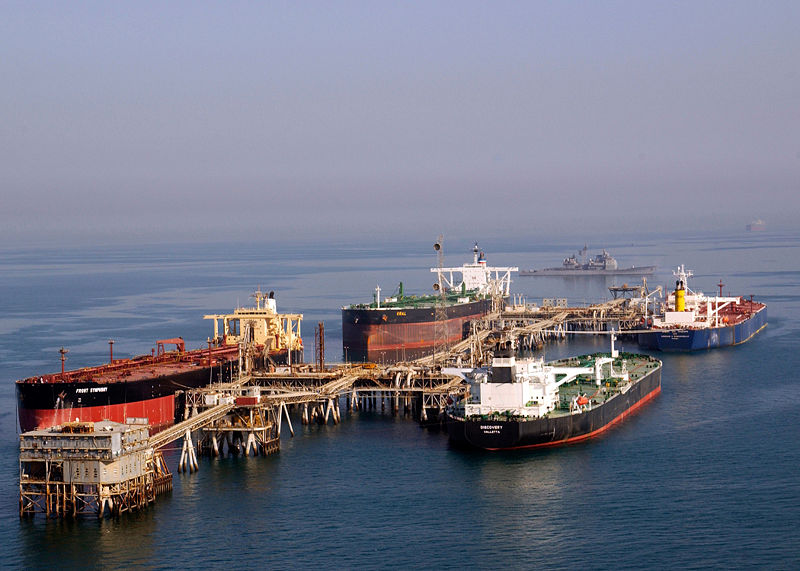 800px-Tankers_at_the_Iraqi_Al_Basra_Oil_Terminal_in_the_Northern_Arabian_Gulf.jpg