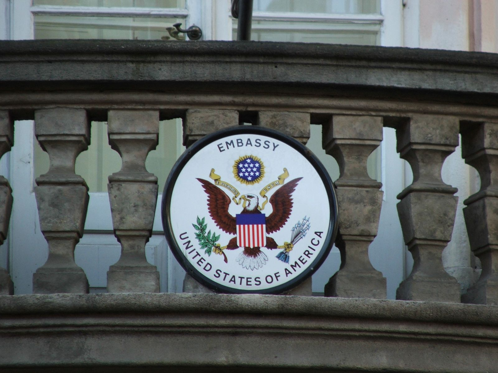 COA_of_US_embassy_Prague_2257.JPG