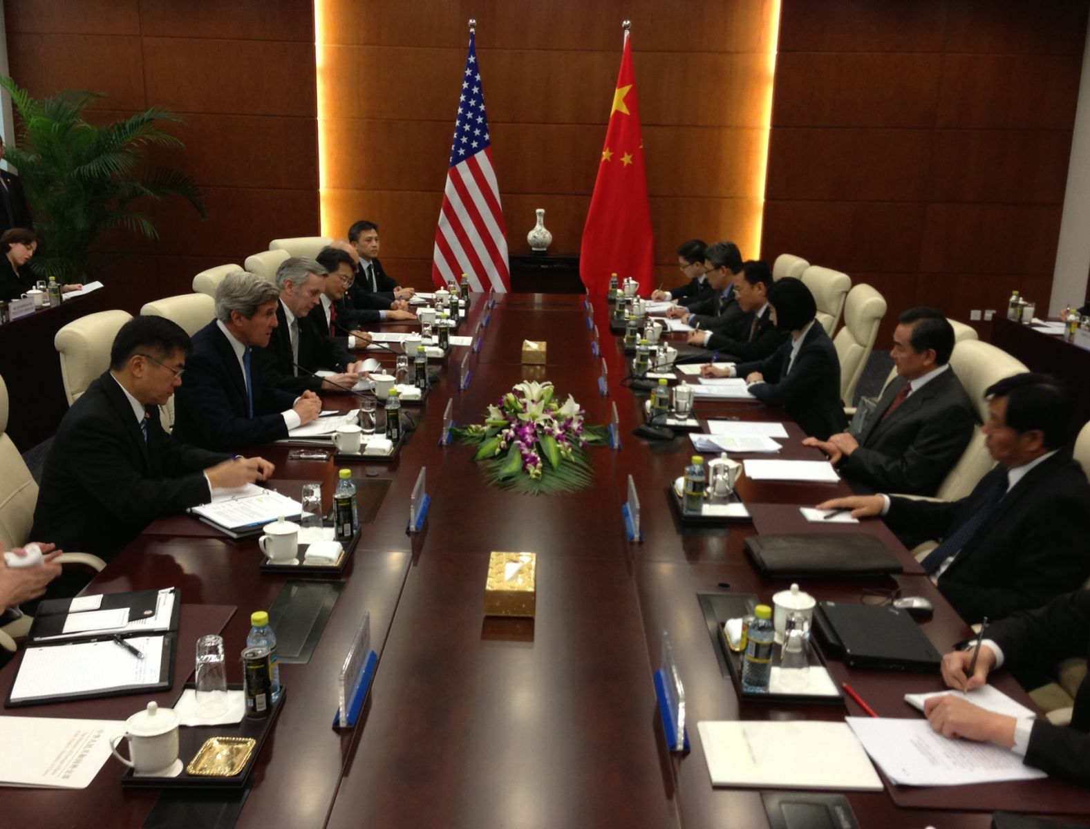 U.S._Secretary_of_State_John_Kerry_speaks_with_Chinese_Foreign_Minister_Wang_Yi_at_the_beginning_of_a_bilateral_meeting_in_Beijing,_China,_on_April_13,_2013.jpg