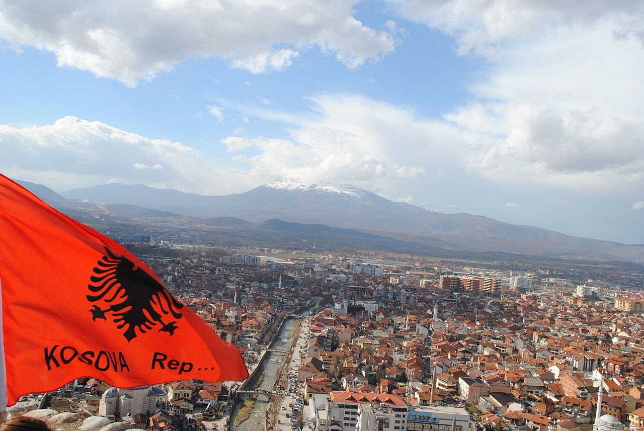 View_to_Prizren_and_Albanian_national_flag.jpg