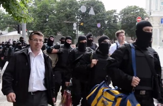 Oleh_Odnoroshenko_with_«Azov»_volunteers.jpg