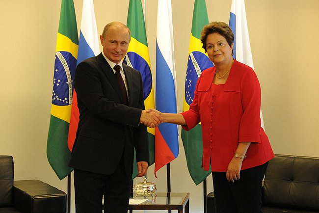 Putin_shakes_hands_with_Dilma_Rousseff_2014.jpeg