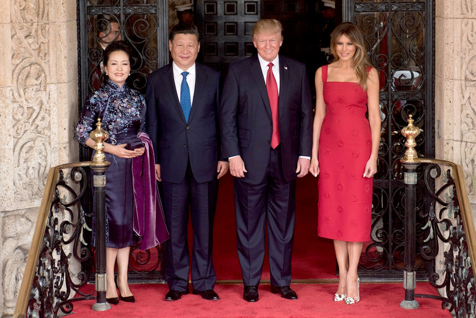 Peng_Liyuan,_Xi_Jingping,_Donald_Trump_and_Melania_Trump_at_the_entrance_of_Mar-a-Lago,_April_2017.jpg
